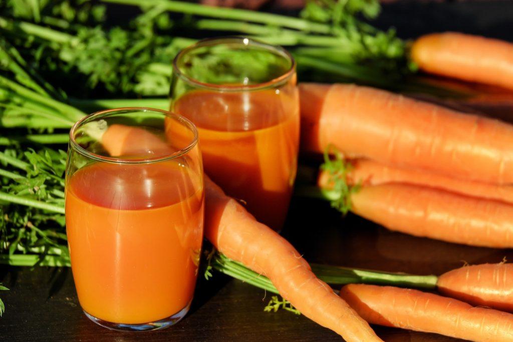 Какова польза морковного сока для здоровья и красоты женщины?