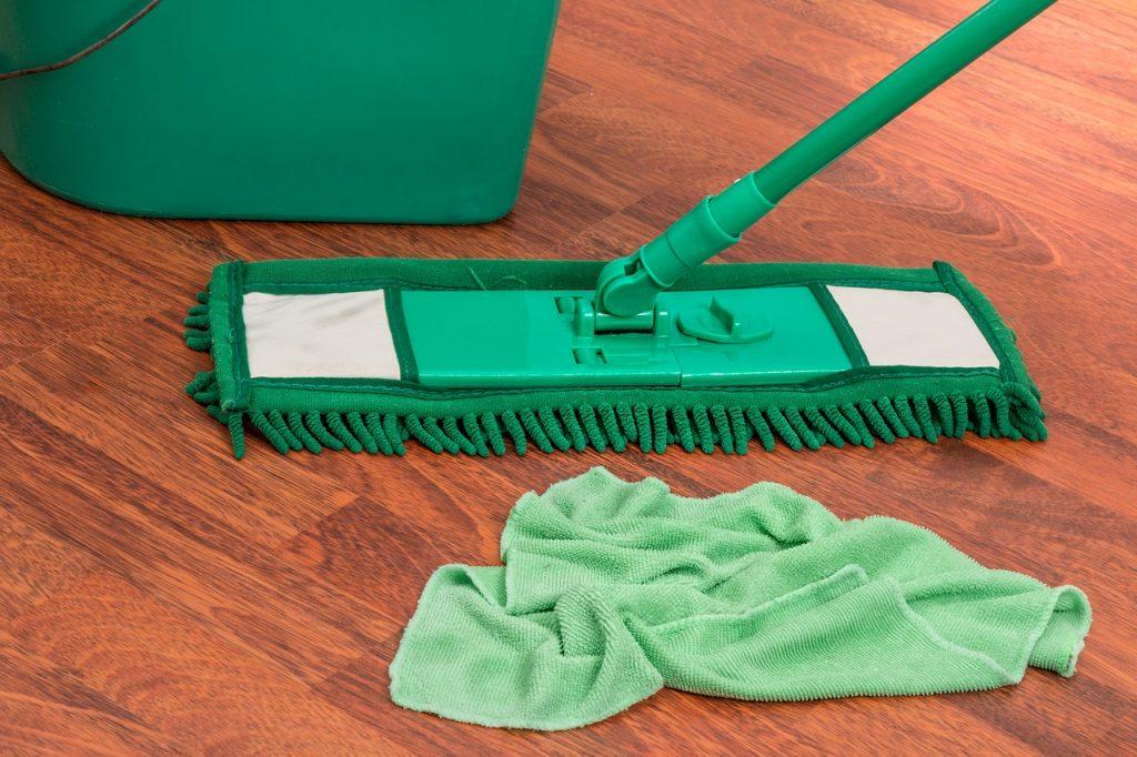5 неожиданных предметов, при чистке которых нельзя использовать воду