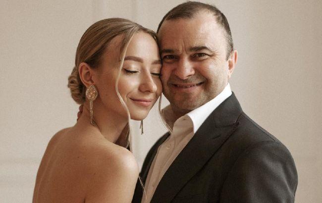 54-летний Виктор Павлик женился на девушке вдвое моложе себя
