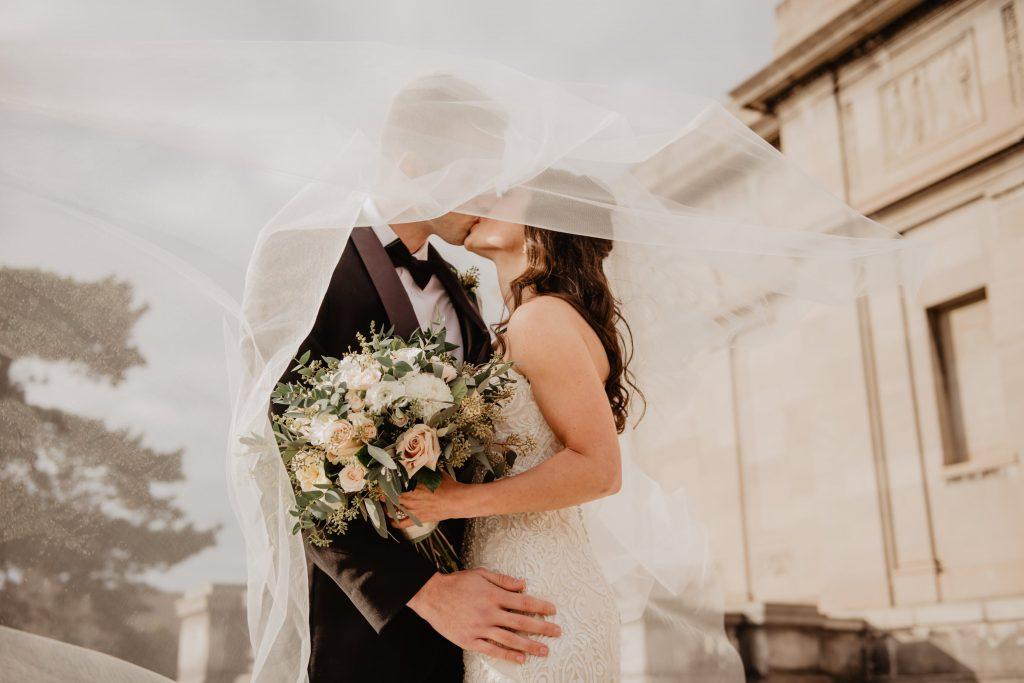 Безопасно ли проводить сейчас свадьбы или ходить на них в качестве гостя?