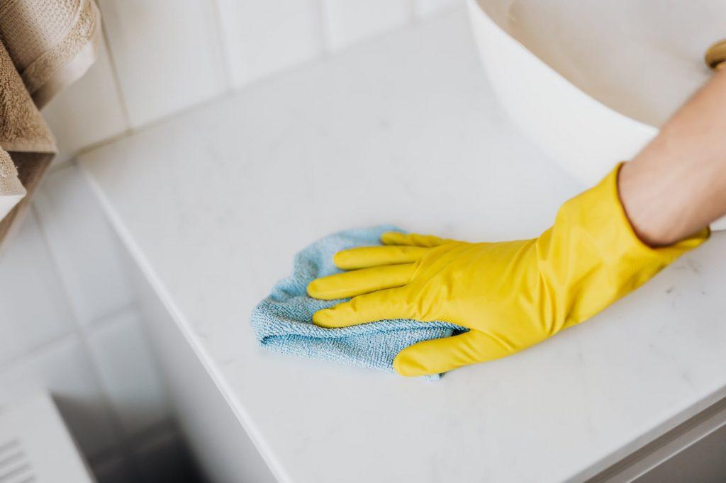 Ошибка в вытирании пыли, которая приводит к разрушению мебели