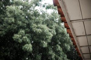 Как ливни могут навредить вашему дому (и  как предотвратить урон)