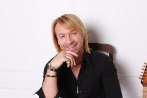Поклонницы Олега Винника смогут поцеловать певца