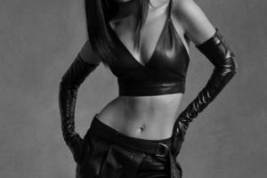 Облегающие платья и кожаные изделия: Белла Хадид в кампейне Helmut Lang