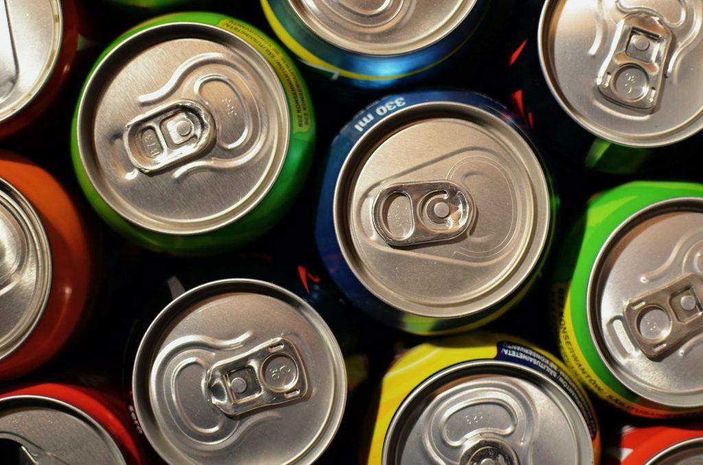 Неожиданные причины, почему нельзя пить прямо из жестяной банки