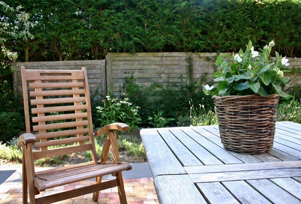 4 практичных совета, благодаря которым садовая мебель прослужит вечность