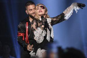 Мадонна шокировала селфи топлес и на костылях