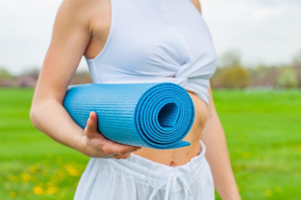 Как выбрать коврик для йоги, чтобы тренировка давалась легче