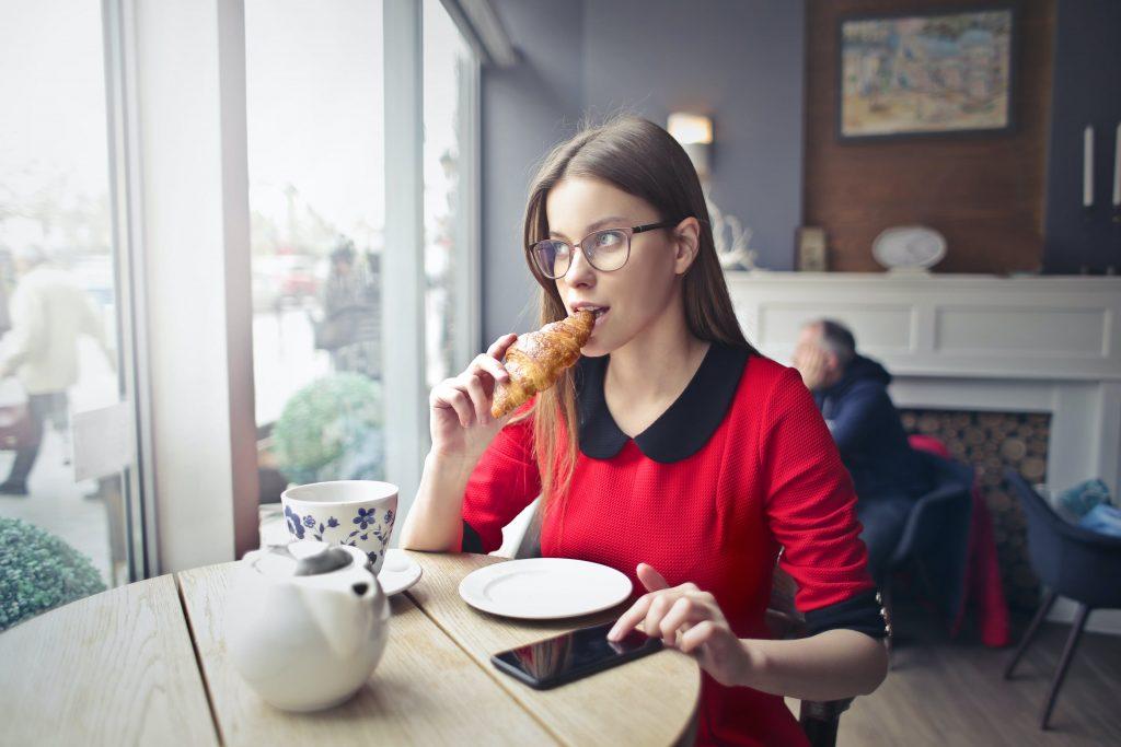 Почему те, кто едят медленно, зачастую худее остальных?