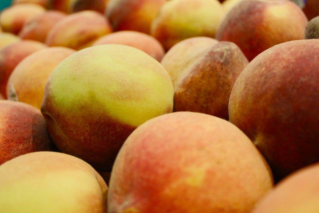 В них есть витамин С? 5 веских поводов полюбить персики