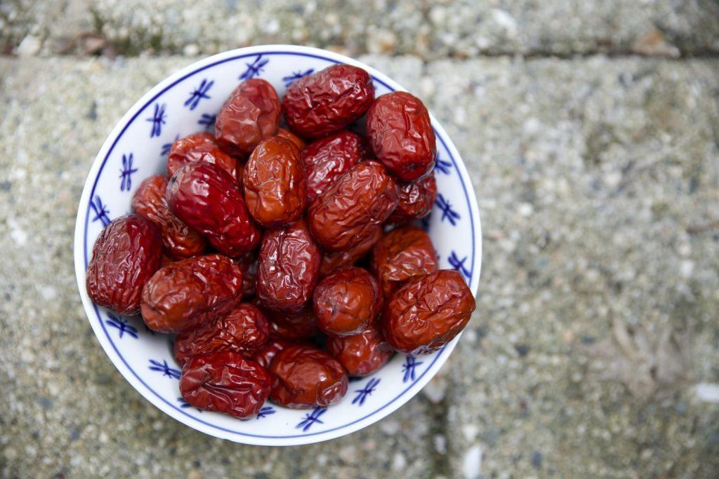 Какие продукты есть, а каких избегать, чтобы менопауза была более терпимой