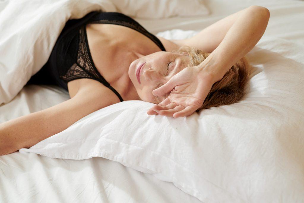 Вредно ли для женского здоровья спать в бюстгальтере?