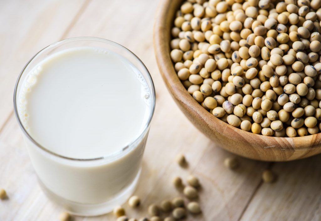 6 прекрасных альтернатив коровьему молоку для тех, кто не может его пить
