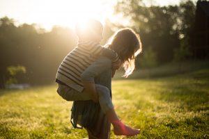 Возраст, с которого старшие дети морально готовы присматривать за младшими