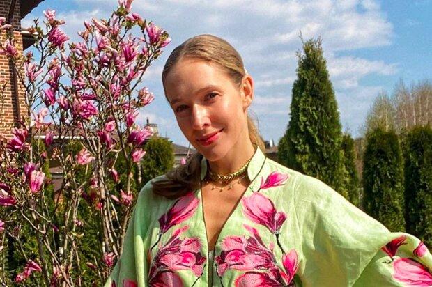Катя Осадчая прогулялась по территории Свиржского замка