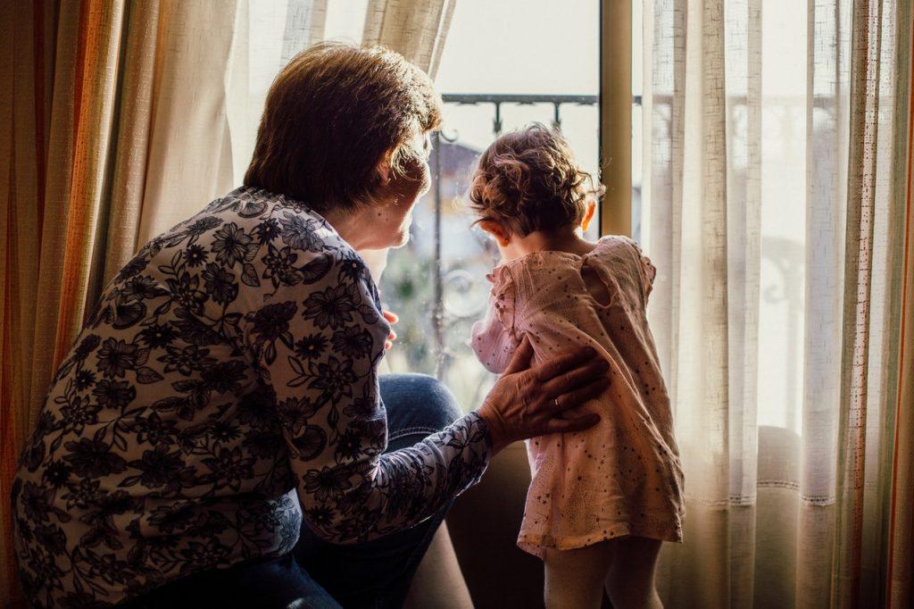 Почему дети остро нуждаются в общении с бабушкой и дедушкой?