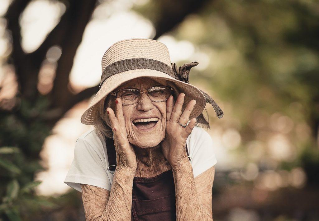 Никогда не поздно: 80-летний врач рассказал, что сделать, чтобы продлить жизнь