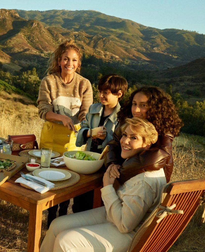 Дженнифер Лопес и ее родные снялись в новом кампейне COACH