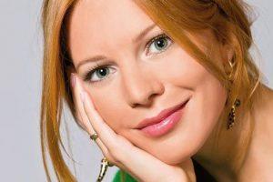 Радостная новость: популярная певица второй раз станет мамой
