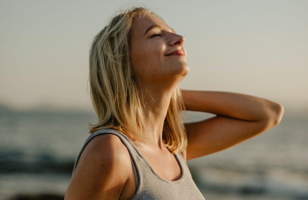 Безопасные упражнения на растяжку, которые избавят от боли в шее