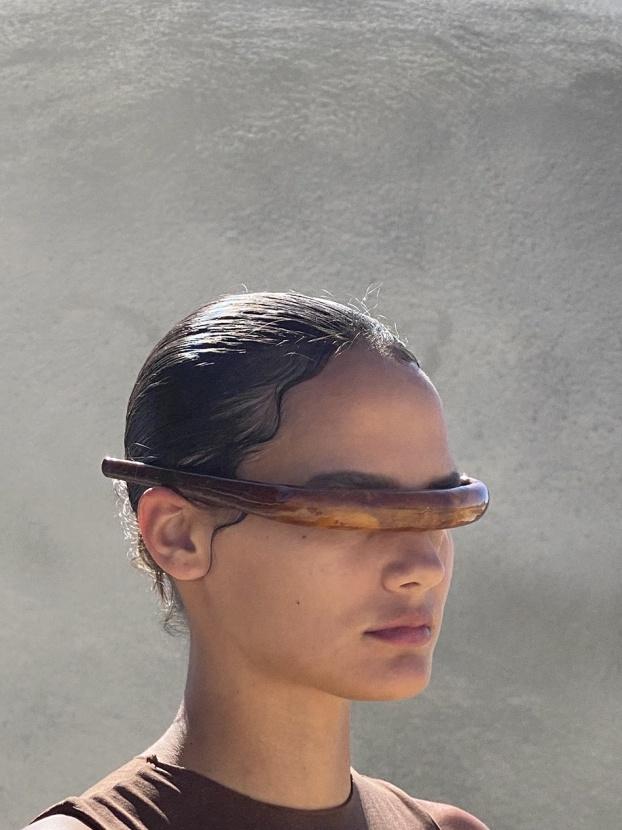 Футуристичный стиль: Канье Уэст представляет очки без стекол