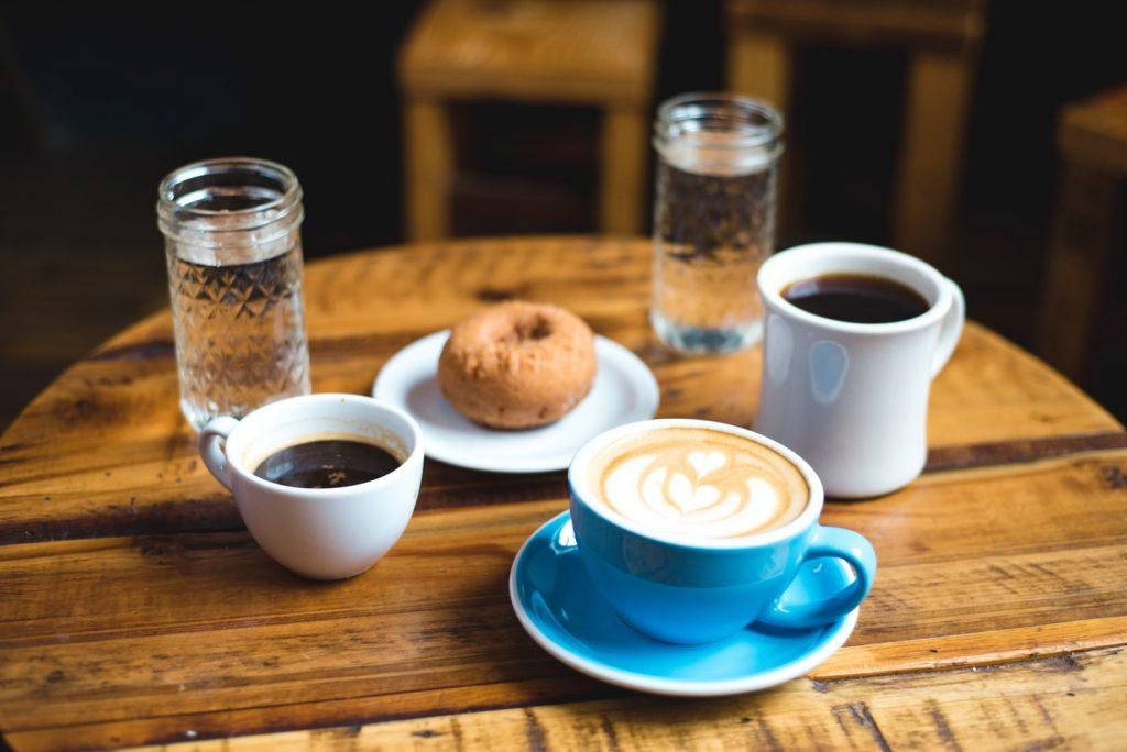 6 привычек во время завтрака, которые бесповоротно вредят вашей фигуре