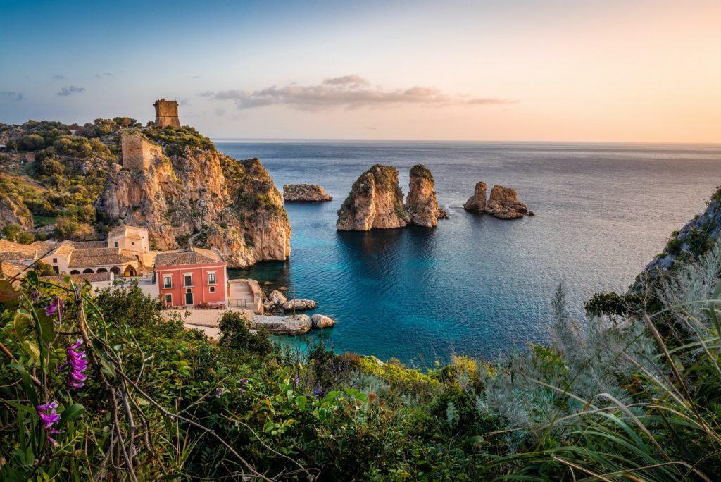 Не только Сицилия: 5 потрясающих мест, готовых заплатить, если вы туда переедете
