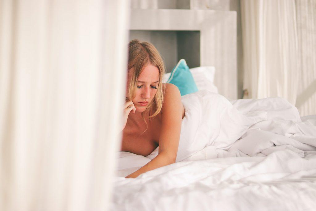 7 причин, почему полезно для здоровья ложиться спать без одежды