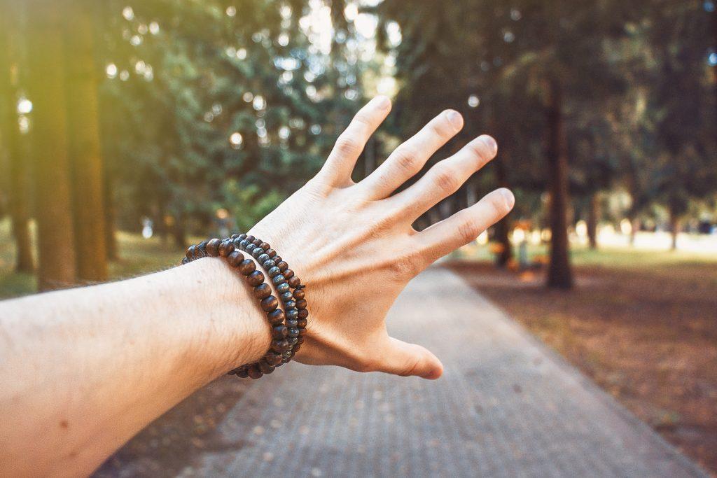 Дрожание рук: всего лишь простое волнение или симптом заболевания?