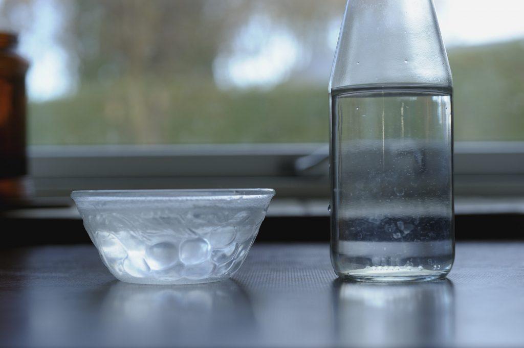Как увеличить влажность воздуха без увлажнителя: простые советы для дома