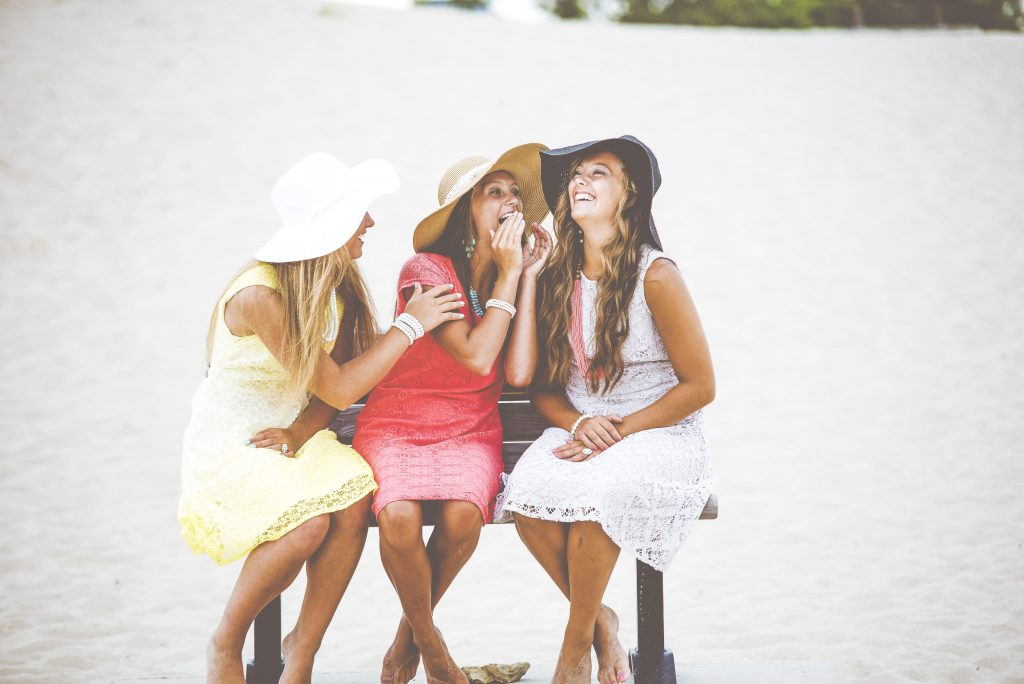 Никаких подружек: 3 вещи, которые нельзя обсуждать ни с кем, кроме своего партнёра