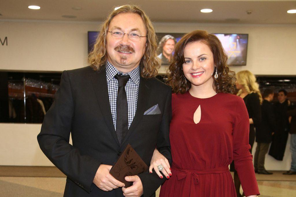 Счастливы 10 лет: Игорь Николаев с женой отмечают розовую свадьбу