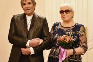Развод отменяется: Бари Алибасов помирился с женой