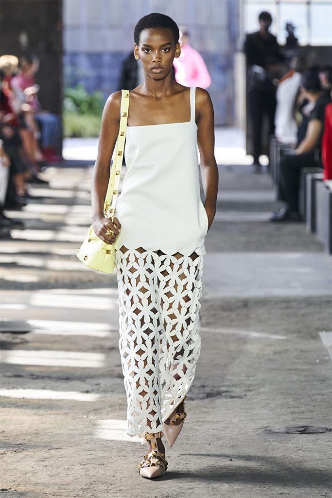 Весенние цветы: что показали Valentino на Неделе моды в Милане