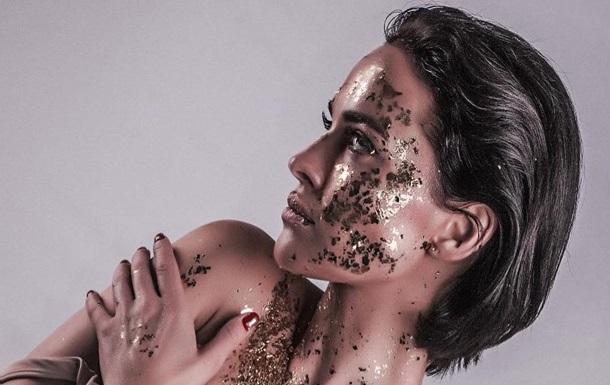 Само совершенство: Даша Астафьева ошеломила Сеть платьем с глубоким вырезом на груди