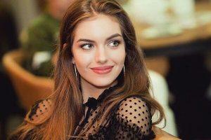 Как носить кожаный total look: показывает супруга Дмитрия Комарова