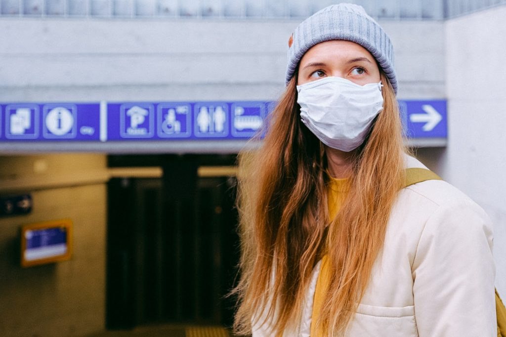 Доктор объяснил, почему маски лучше, чем вакцины, в защите от COVID-19