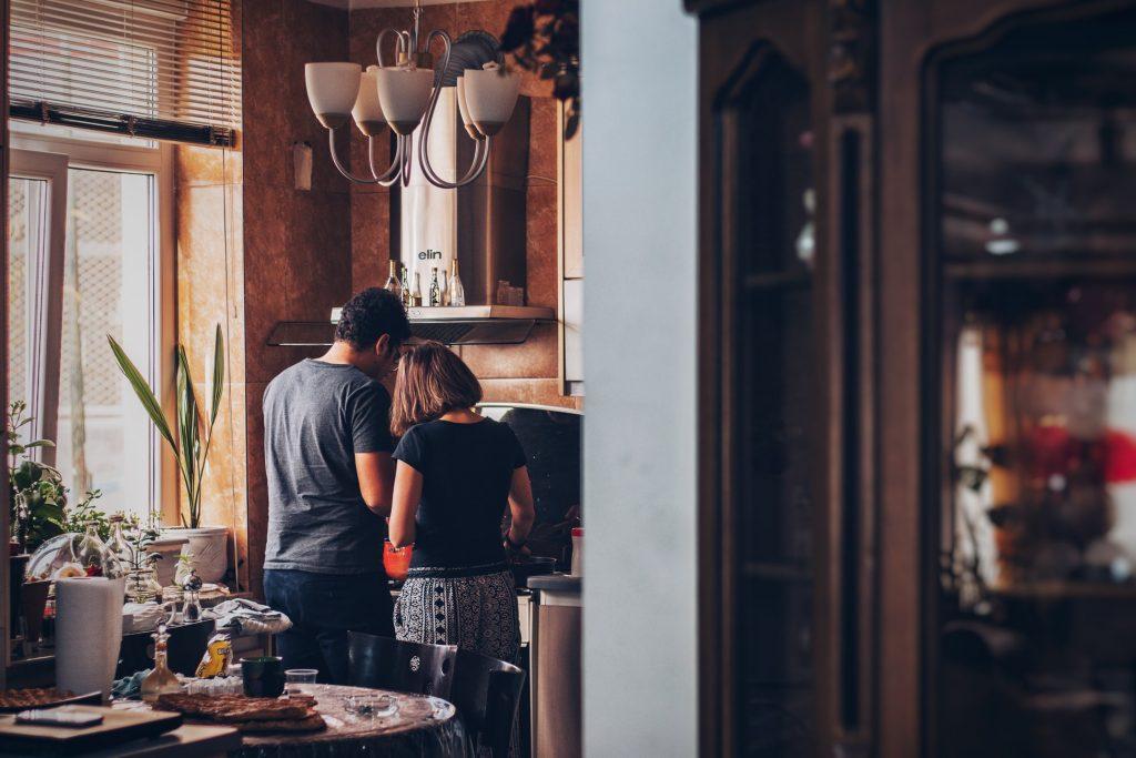 Как сохранить страсть в браке, если дети все ещё живут с вами