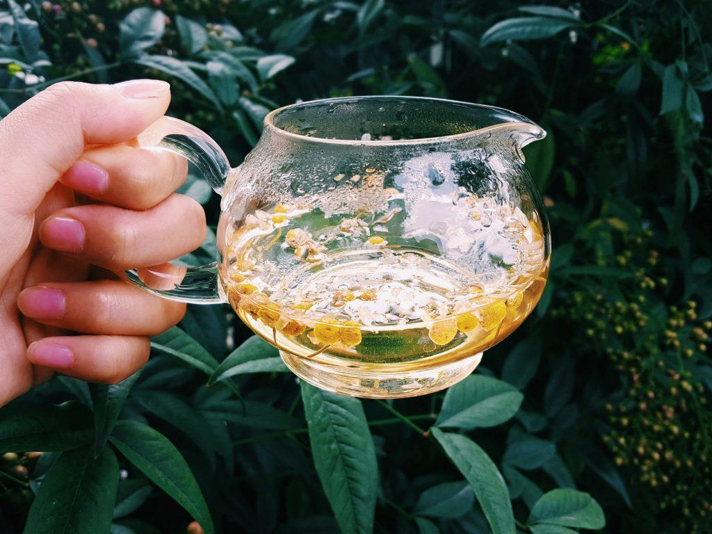 Как чай с ромашкой и лавандой помогает людям с нарушениями веса?