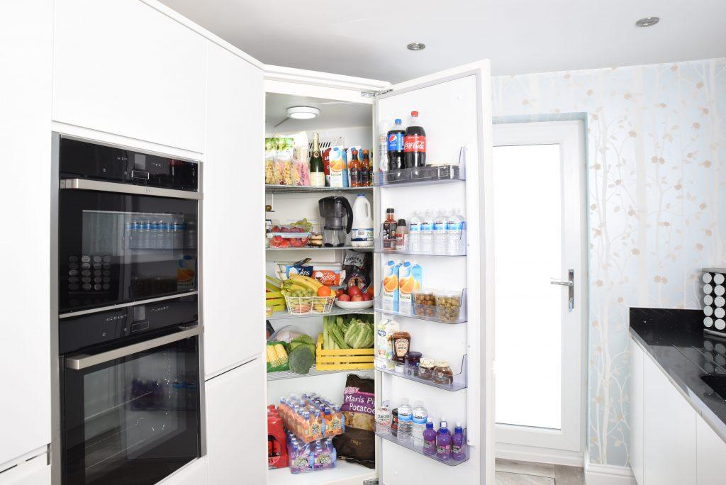 Кажущаяся здоровой еда в вашем холодильнике, которую пора давно выбросить
