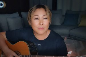 Анита Цой приняла участие в невероятно красивой осенней фотосессии