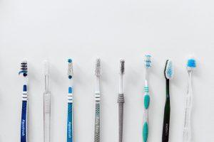 Как часто нужно менять зубную щетку, по мнению стоматологов