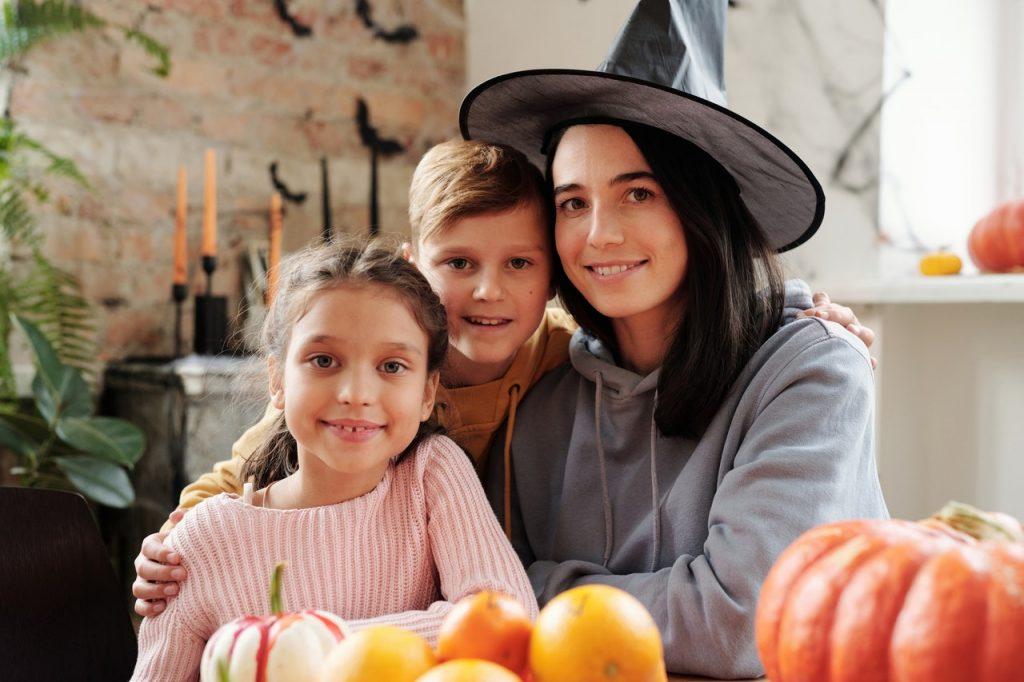 Забавные и недорогие идеи, как провести Хэллоуин с детьми в 2020 году