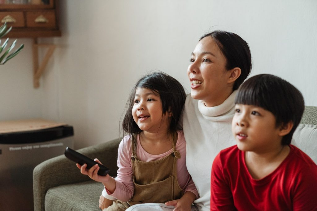 Что посмотреть на Хэллоуин с детьми: захватывающие фильмы для всей семьи