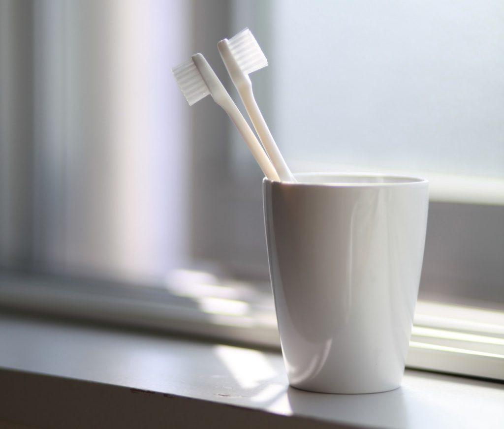 Вы, вероятно, храните зубную щетку самым худшим способом