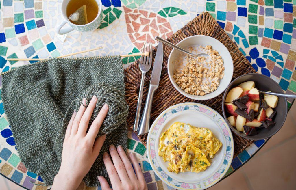 Нужно ли есть обильный завтрак и лёгкий ужин, чтобы стать стройной?