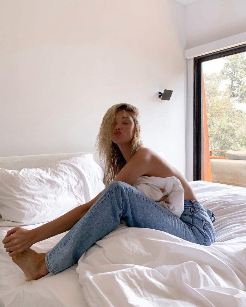Самые модные модели: 3 варианта оригинальных джинс, которые будут в моде зимой