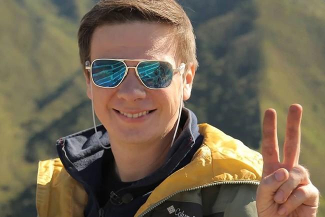 Дмитрий Комаров трогательно поздравил брата и сестру с днем рождения и поделился совместными детскими снимками