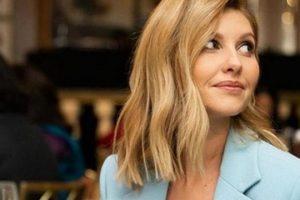 Образ дня: Елена Зеленская в двубортном пальто цвета небесной лазури