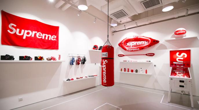 Сделка года: бренд Supreme купили за 2,1 миллиарда долларов